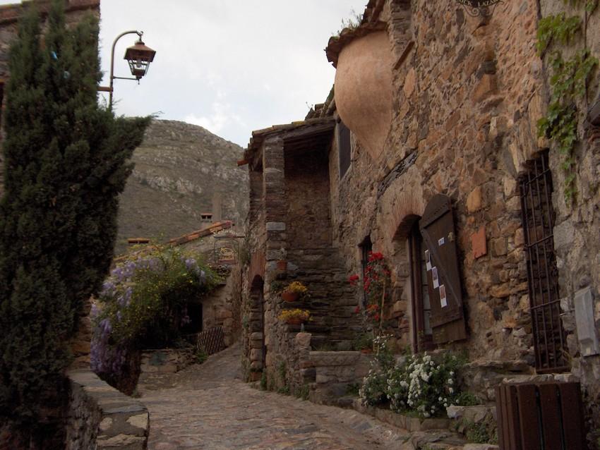 Tautavel-C-labri-sous-roche-randonnee-village-castelnou-66-pays-catalan