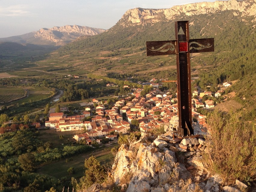 Tautavel-3-village-chateaux-cathare-66-pyrenees-orientales-pays-cathare