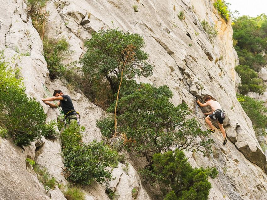 Tautavel-6-randonnée-gouleurous-66-escalade-varape-location-saisonniere-gîte